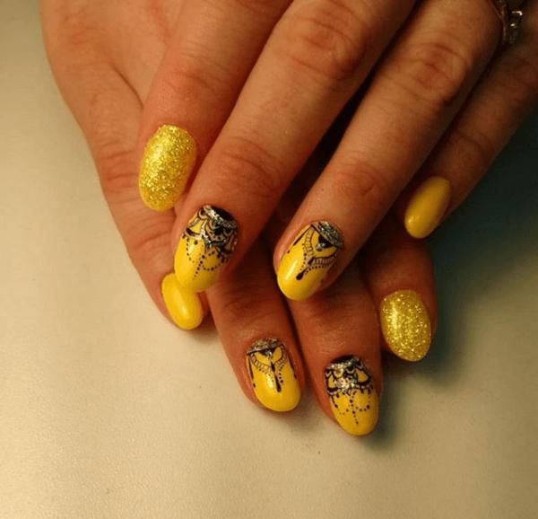 Желтый маникюр со втиркой