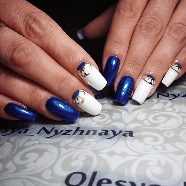 Бело-синий маникюр со втиркой
