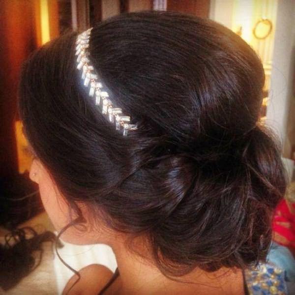 Греческая прическа для темных длинных волос с ободком