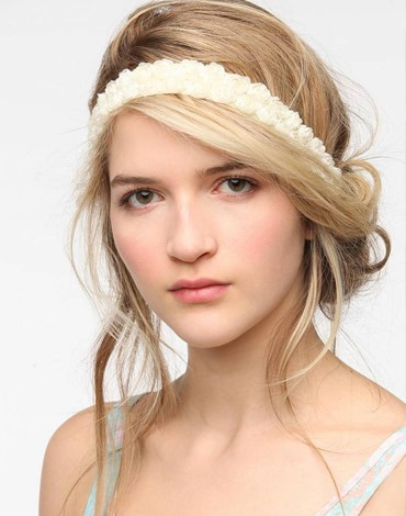 Греческая прическа для волос средней длины с ободком