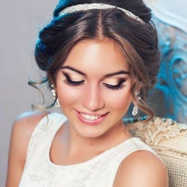 Греческая прическа для коротких волос с ободком