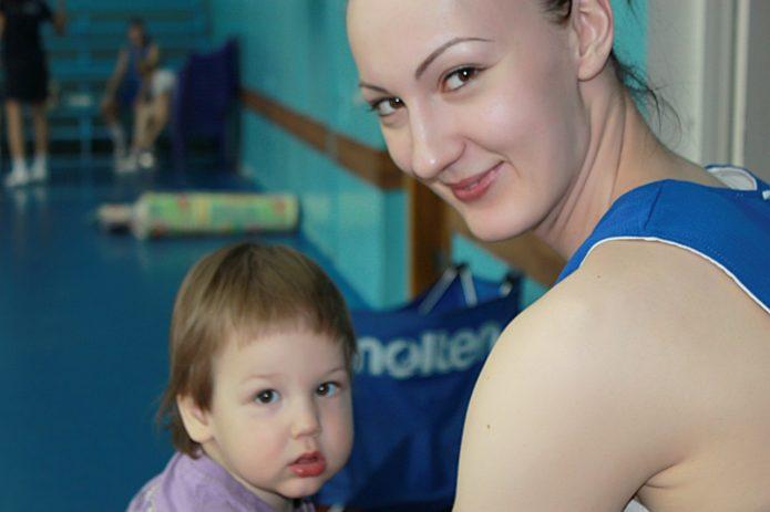 Самая высокая женщина в России с сыном