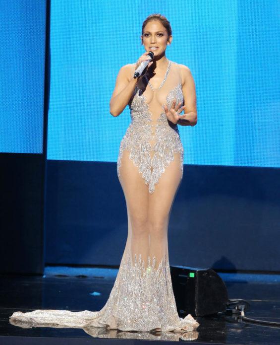 Дженнифер Лопес в «голом» платье