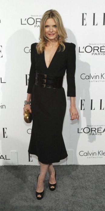 Мишель Пфайффер в черном платье