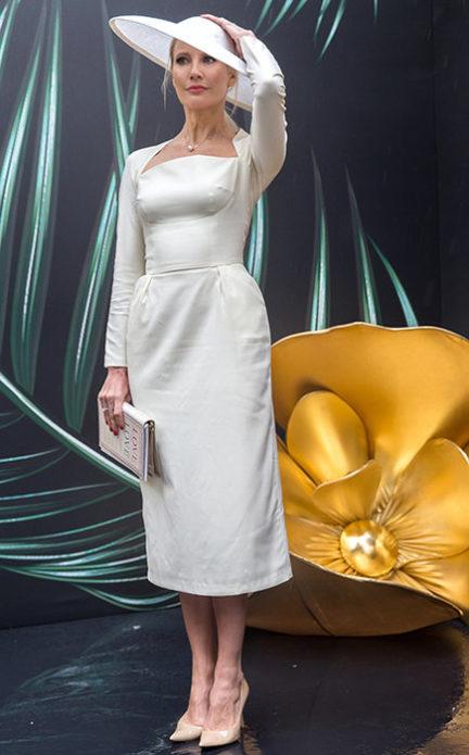 Елена Летучая в белом платье