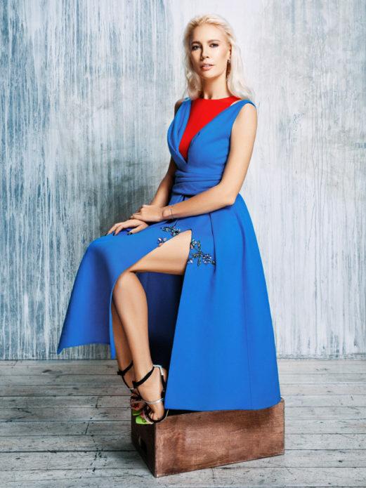 Елена Летучая в синем платье