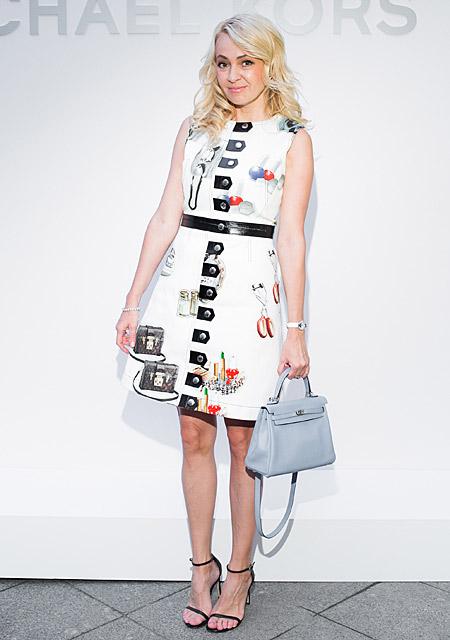 Яна Рудковская в платье с застёжками