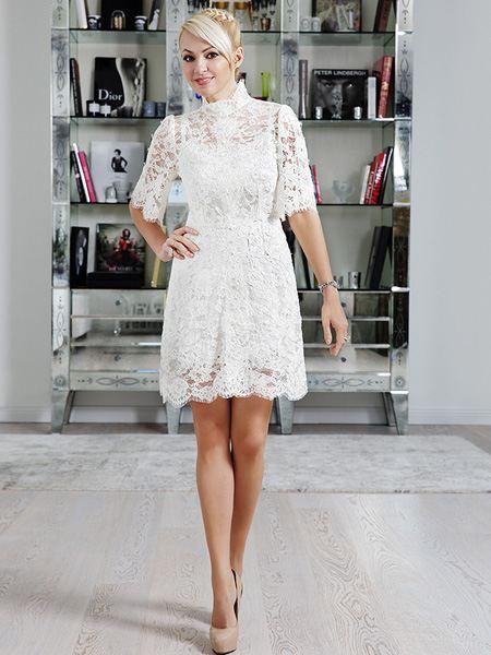 Яна Рудковская в кружевном платье