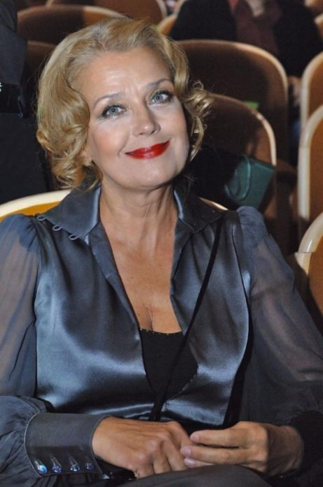 Ирина Алфёрова улыбается