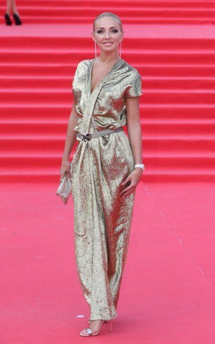 Татьяна Навка в золотом платье