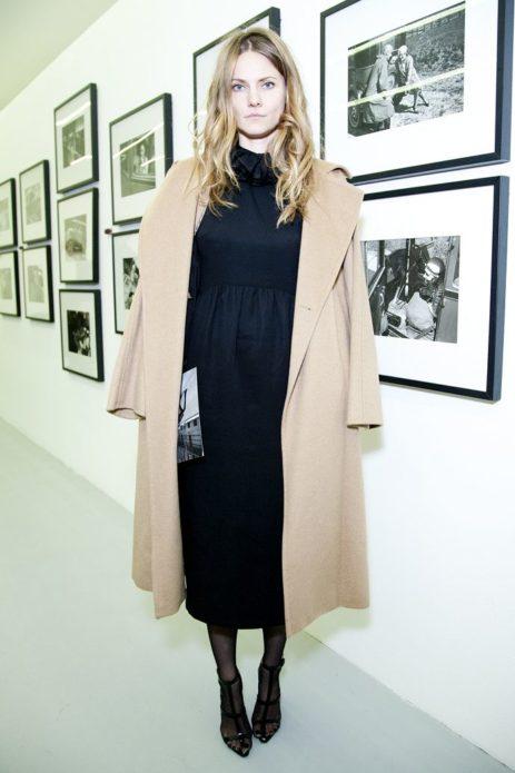 Екатерина Мухина в пальто