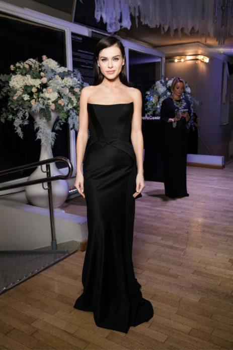 Елена Темникова в чёрном платье