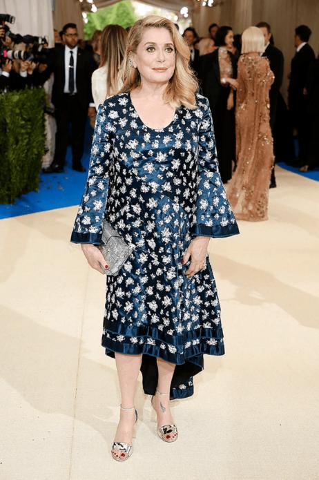 Катрин Денёв в вечернем платье