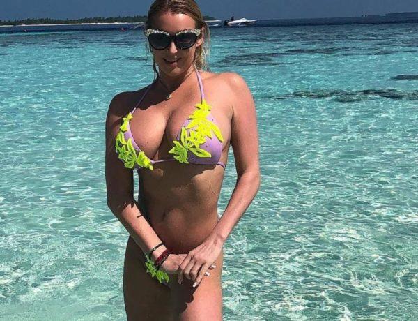 Волочкова в купальнике на пляже