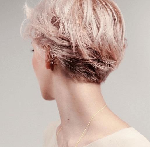 Каре на ножке с персиковым цветом волос