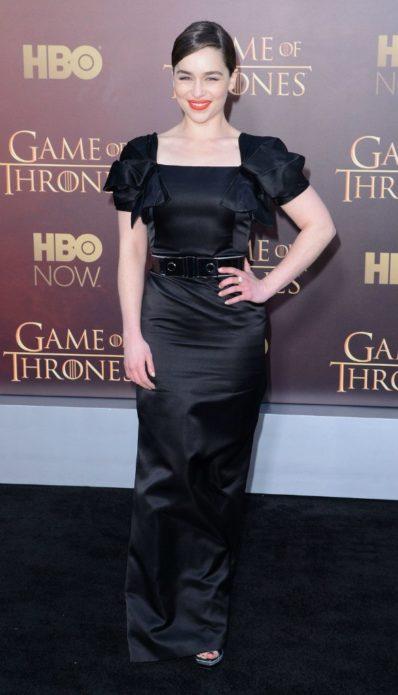 Драматичное чёрное платье