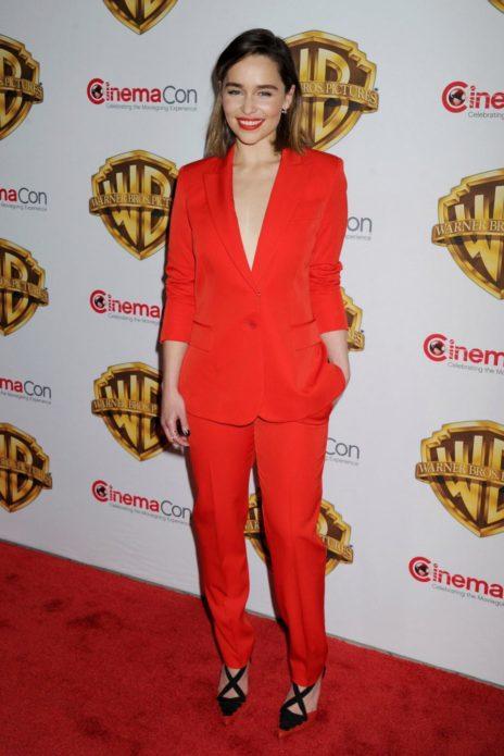 Эмилия в костюме