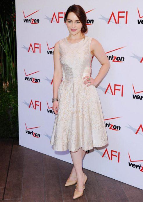 Эмилия в платье new look