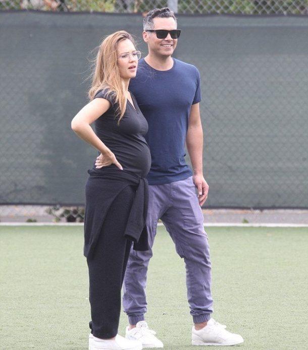 Беременная Джессика Альба с мужем