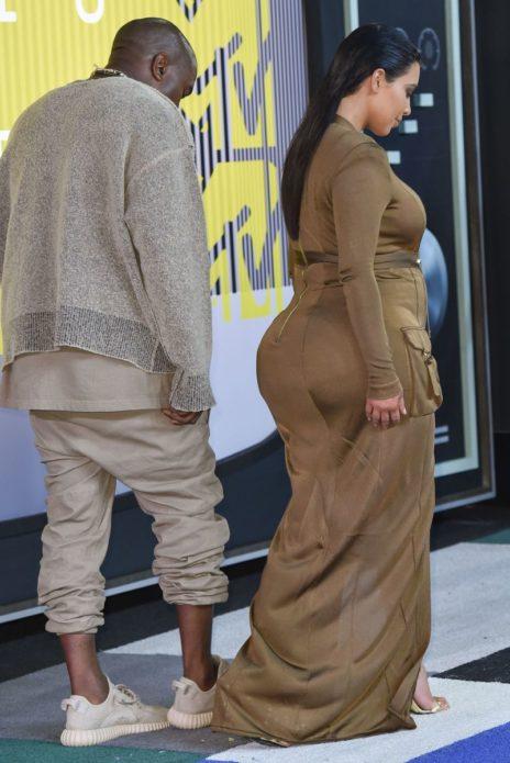 Ким Кардашьян во время беременности вместе с мужем