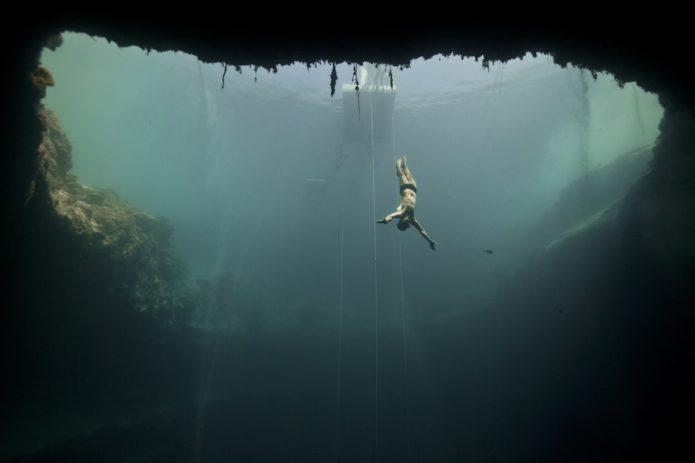 Глубинный фридайвинг на Багамских островах