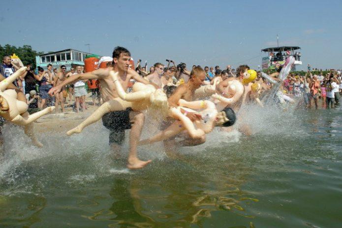 Заплыв на резиновых женщинах
