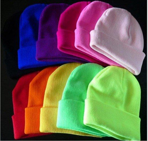 Яркие неоновые шапки