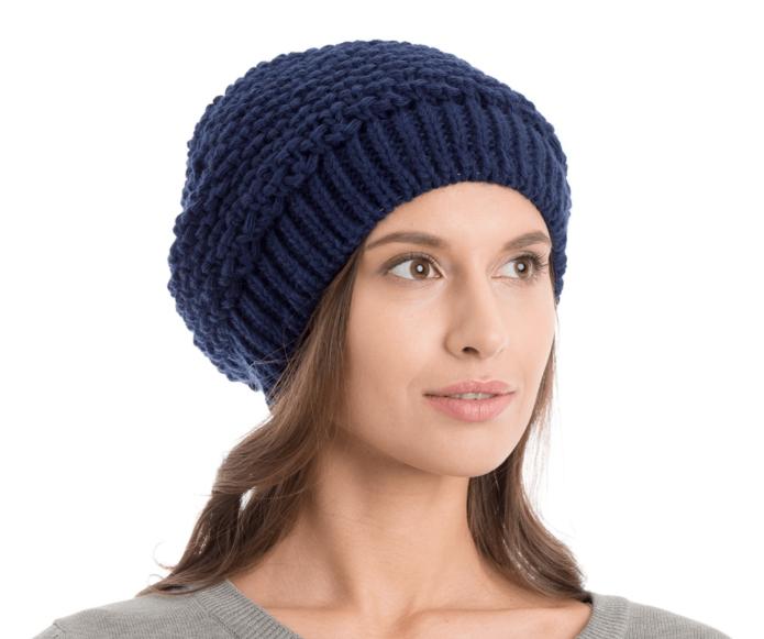 Вязаная темно-синяя шапка