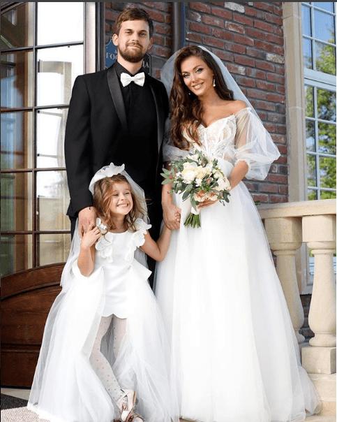 Таня Терёшина с мужем и дочерью