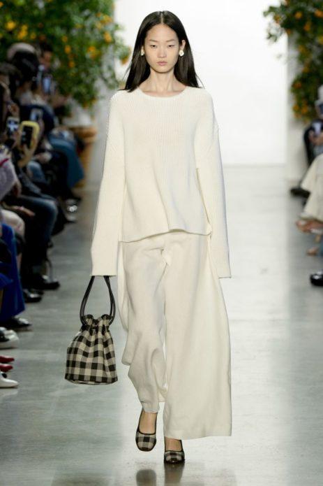 Модель с сумкой-мешком