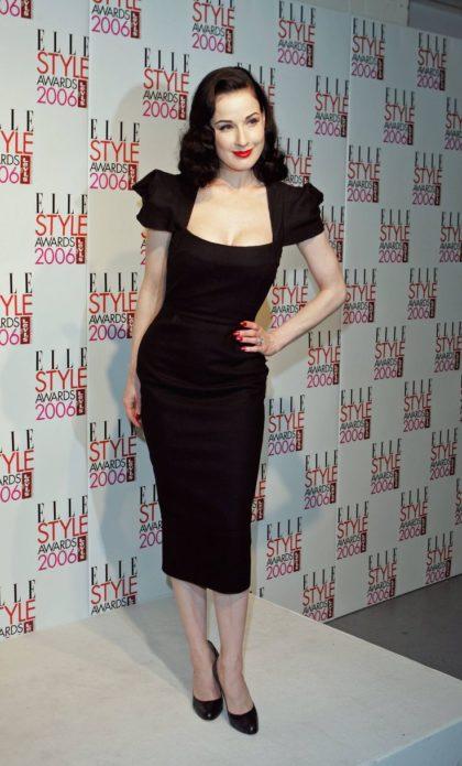 Чёрное платье-футляр