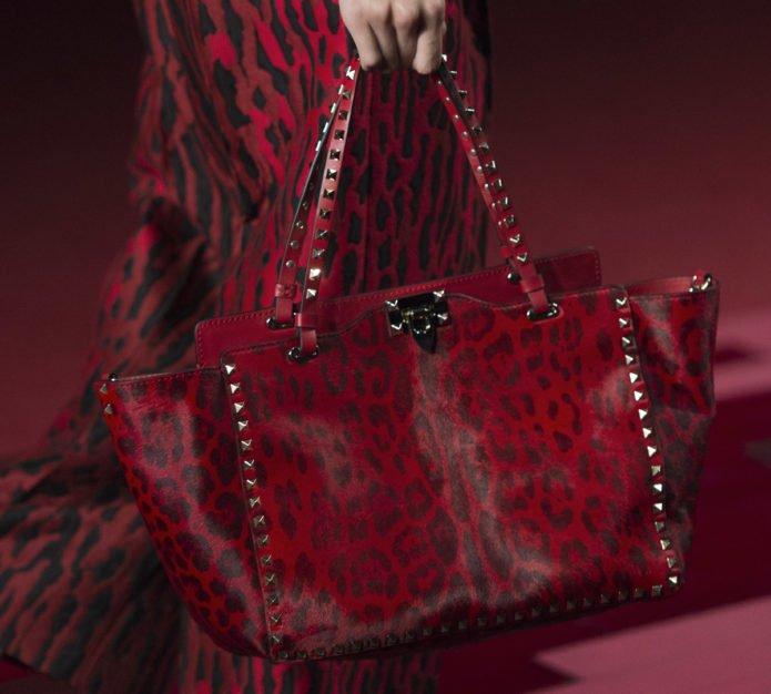 Модная сумка цвета бордо с леопардовым принтом