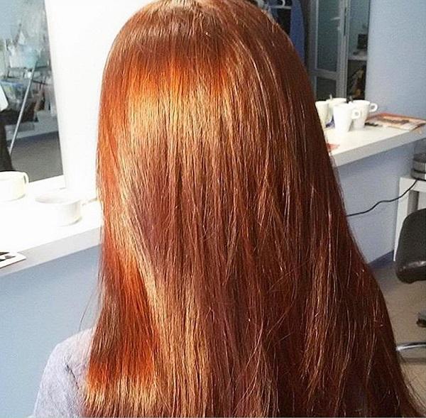 Волосы, окрашенные хной с ромашкой