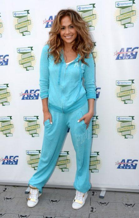 Дженнифер Лопес в спортивном костюме