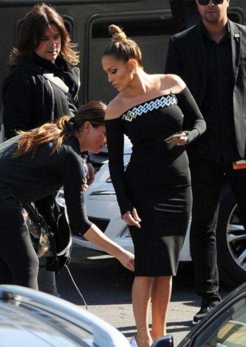 Дженнифер Лопес в классическом платье