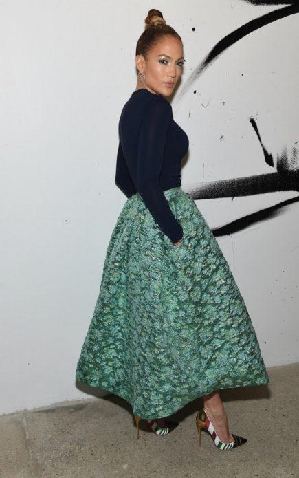 Дженнифер Лопес в чёрно-зелёном платье