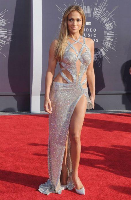 Дженнифер Лопес в серебристом платье