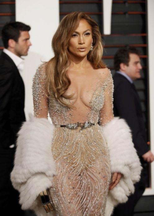 Дженнифер Лопес в полупрозрачном платье