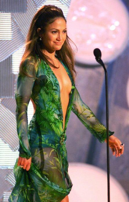 Дженнифер Лопес в зелёном платье от Версаче