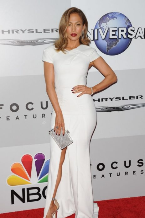 Дженнифер Лопес в белом платье