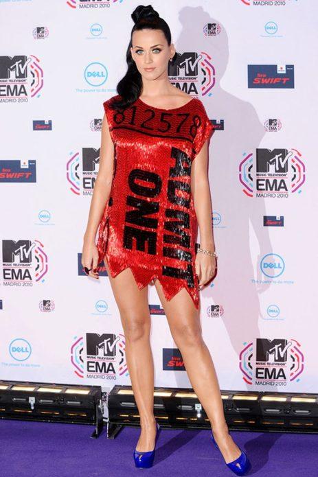 Кэти Пэрри в красном платье в пайетках