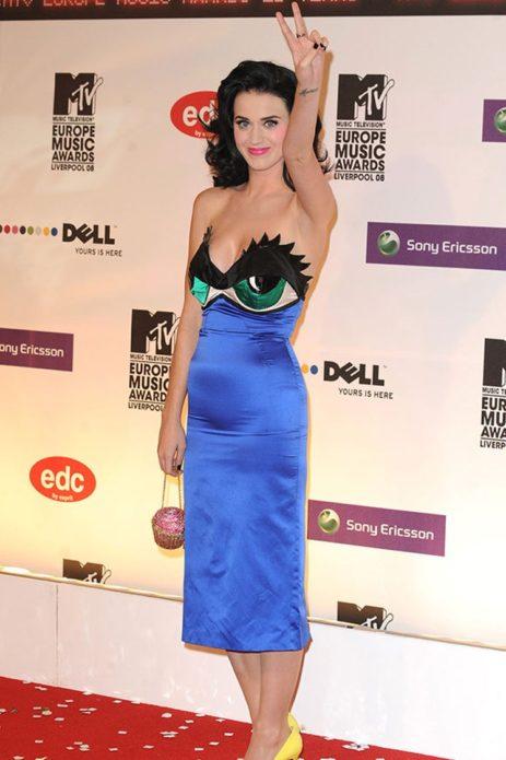 Кэти Пэрри в обтягивающем синем платье