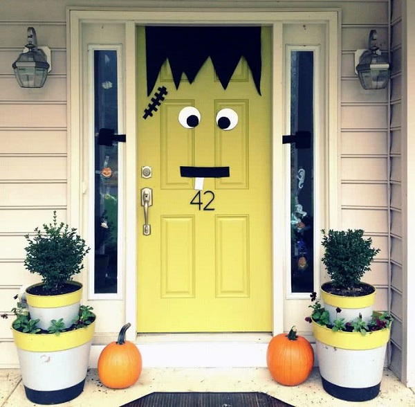 Дверь в виде монстра Франкенштейна