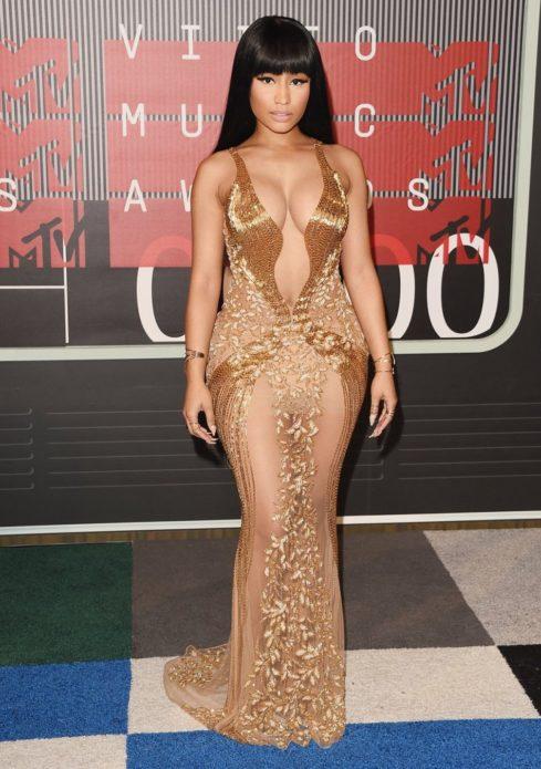 Ники Минаж в золотом платье