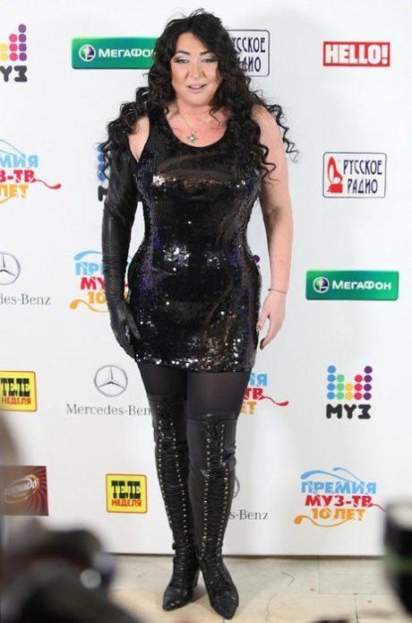 Лолита в чёрном платье со стразами