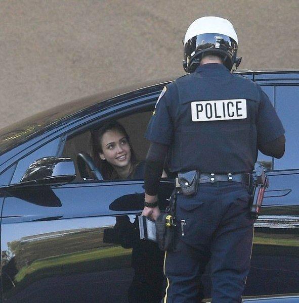 Джессику Альба задержала полиция