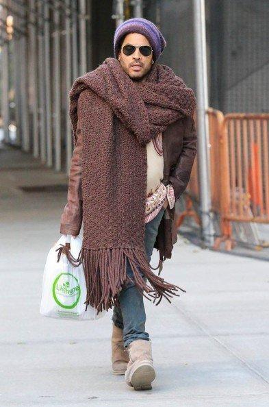 Ленни Кравиц в огромном шарфе