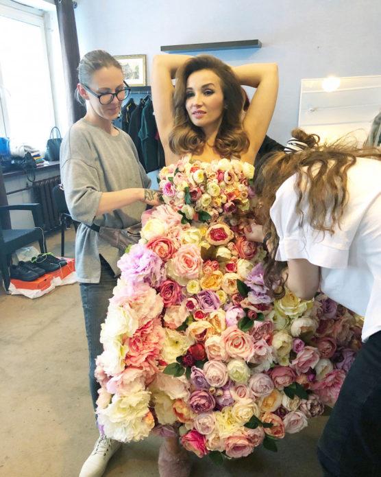 Анфиса Чехова в платье из цветов