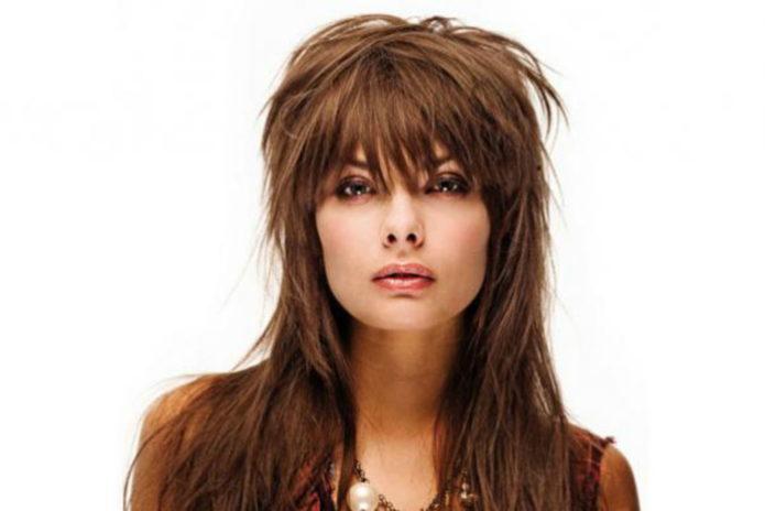 Стрижка «волчица» на длинных волосах с чёлкой