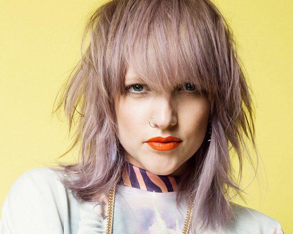 «Волчица» на волосах необычного цвета